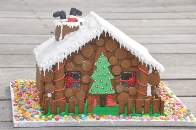 fondant tree cabin on log cabin gingerbread house